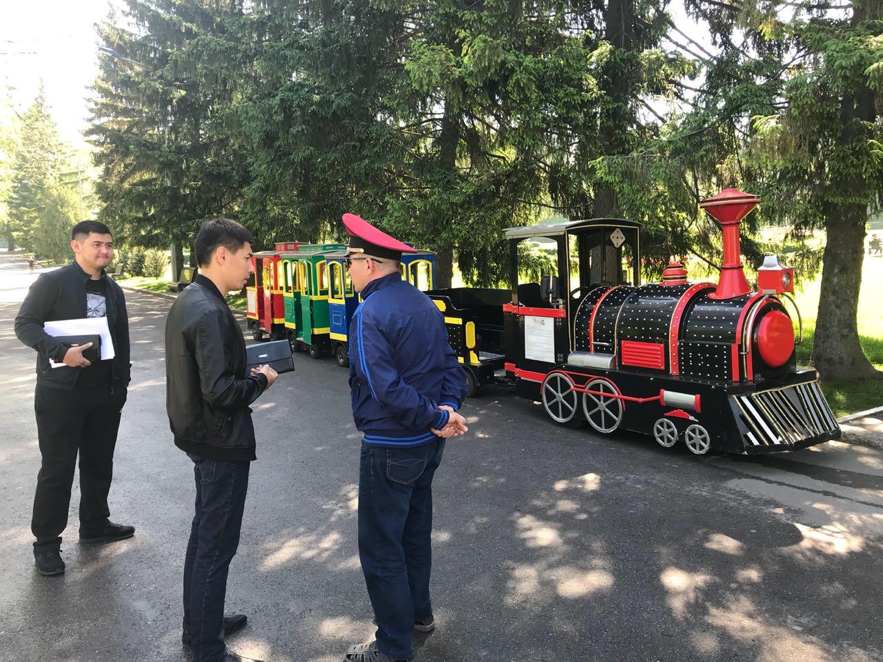 Налоговая служба проверяет предпринимателей в парках Алматы